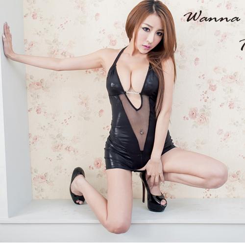 夜店辣妹裝~亮面水鑽貼身性感洋裝~黑色繞頸小洋裝夜店服~A109...